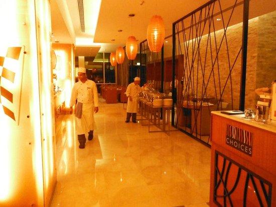 Park Rotana Abu Dhabi:                                     Restaurant