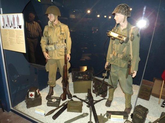 Musée Mémorial de la Bataille de Normandie : uniformes