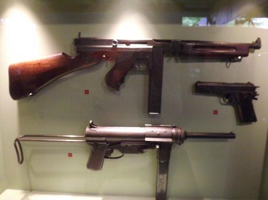 Musée Mémorial de la Bataille de Normandie : thompson