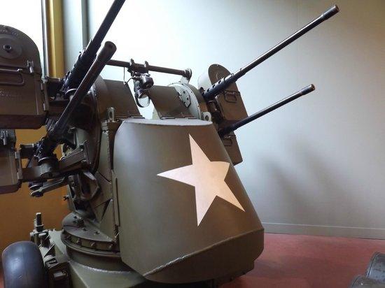 Musée Mémorial de la Bataille de Normandie : mitrailleuse