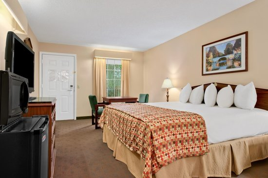 Baymont Inn & Suites Albany at Albany Mall: King
