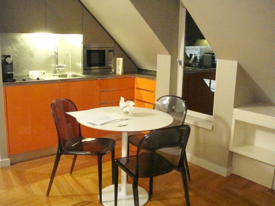 Nell Hotel & Suites (Residence Nell):                   a cozinha/copa