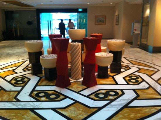 โรงแรมรอยัล พลาซ่า ออน สก็อตส์:                   Холл Отеля