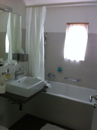 Hotel Allegra:                                     Bathroom