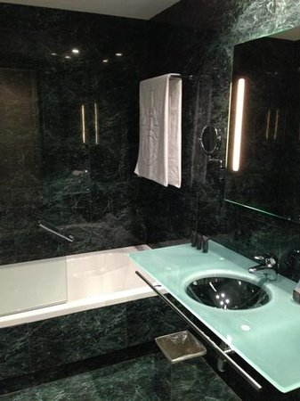AC Hotel Barcelona Forum by Marriott :                   Bagno camera