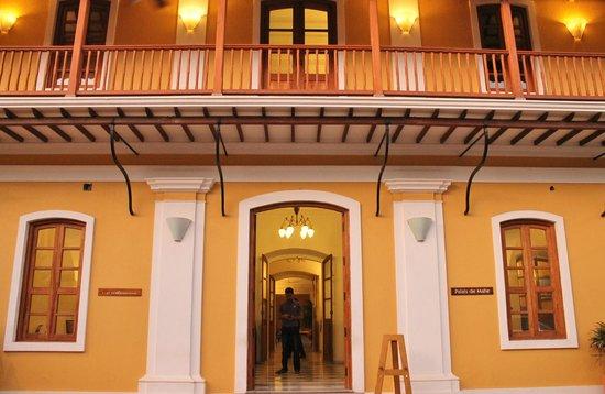 Palais de Mahe:                   Hotel