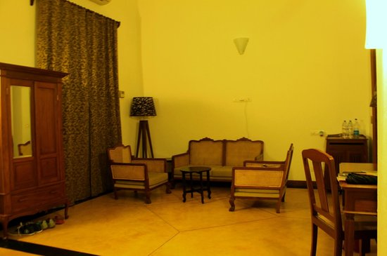 Palais de Mahe:                   sitting area in room