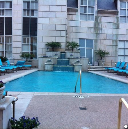 Hotel Crescent Court: The swimming pool at the Rosewood Crescent