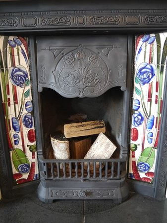 Ardconnel House B&B: Original fireplace in the dining room