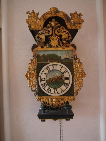 Ardconnel House B&B: Antique clock in the dining room