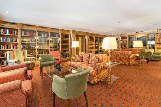Alpenhotel Quadratscha: Bibliothek