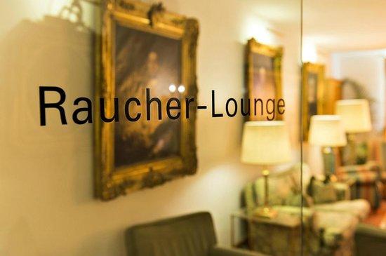 Alpenhotel Quadratscha: Raucherlounge