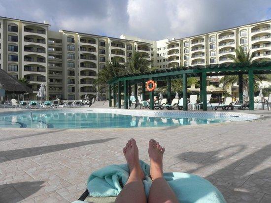 The Royal Islander All Suites Resort: Royal Islander pools