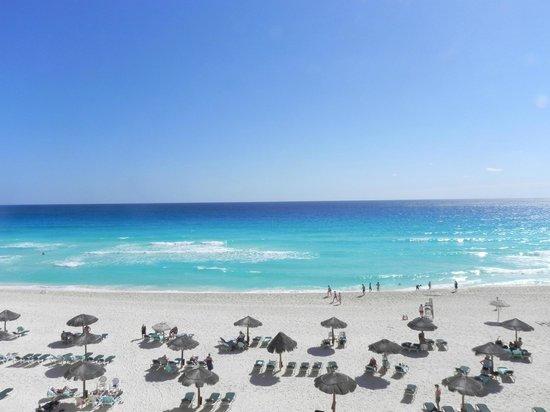 The Royal Islander All Suites Resort: Royal Islander beach