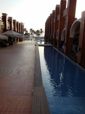 Hotel des Almadies: from reception down to the pool area