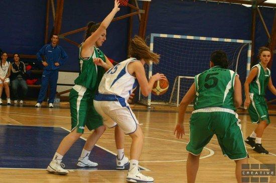Mitrovica, Kosovo:                   Trepca females (in green) beating Prishtina