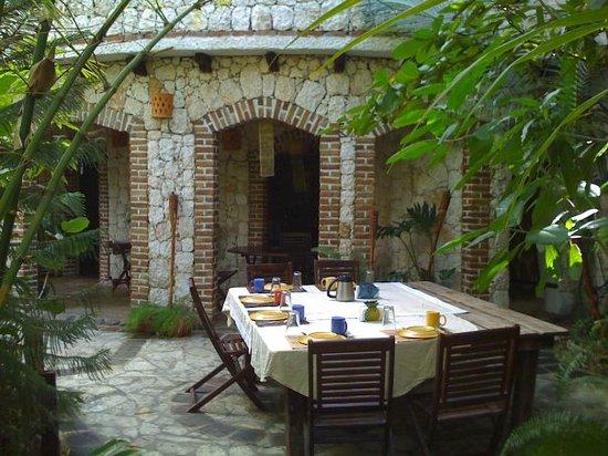 Guesthouse Las Piedras: guesthouselaspiedras@gmail.com