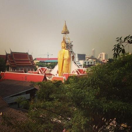Phranakorn-Nornlen Hotel:                   dalla finestra ;-)