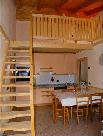 Bait L'Ables: Salotto con divano letto, Tv digitale, filodiffusione per ipod, iphone e supporti mp3, balcone,