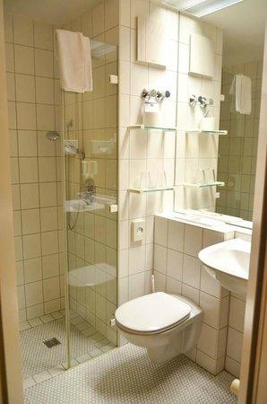 Hotel Ambiente Langenhagen Hannover by Tulip Inn: Bathroom