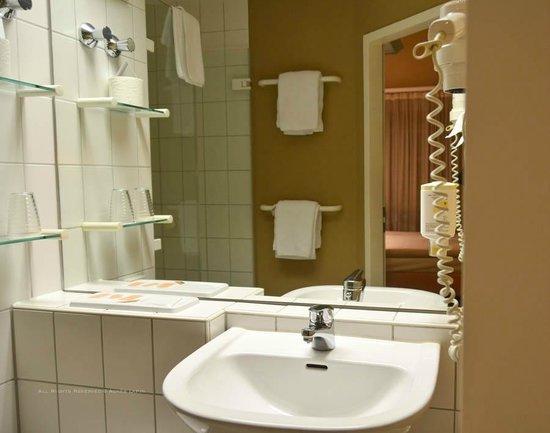 BEST WESTERN Nordic Hotel Ambiente: Bathroom