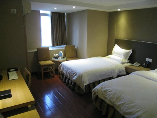Jinyi Hotel(Dade Road):                   Better than expected