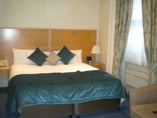 The Windermere Hotel: lovely big bed