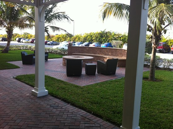 Residence Inn Cape Canaveral Cocoa Beach: Fire Ring Area