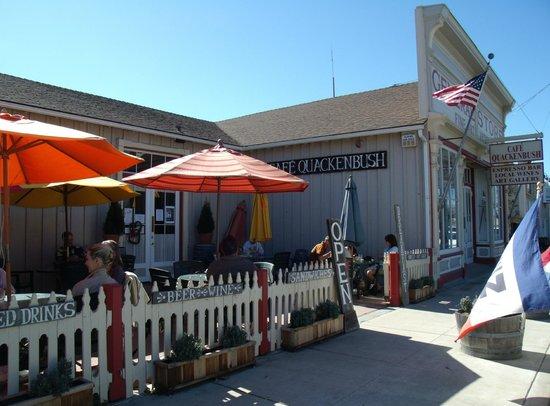 Cafe Quackenbush: Patio overlooking the main street