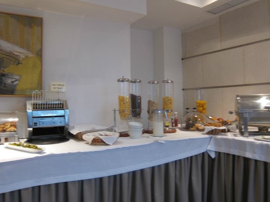 Central Athens Hotel:                   breakfast buffet