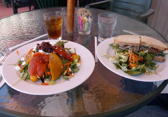 Cafe Quackenbush: Large roasted pepper salad with tapenade and roast beef sandwich