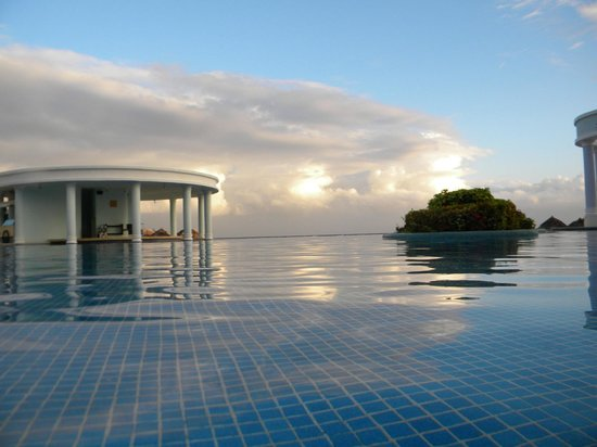 Iberostar Rose Hall Suites:                                                       Infinity pool (early morning before to swi