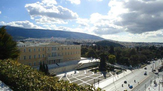 هوتل جراند بريتاني لكجري كوليكشن هوتل أثينا: View from the restaurant,Greek Parliament.