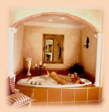 Pension Frankenhof:                                     Romantikecke mit Whirlpool, Sauna, Romantikmusik,...