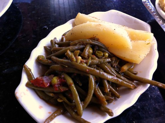 Greek Islands Taverna:                   Not a special salada. Green beans and potatoes.