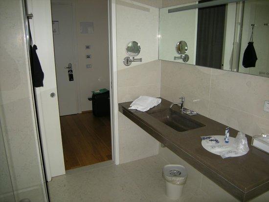 BEST WESTERN PLUS Hotel Bologna - Mestre Station: Jolie salle de bain