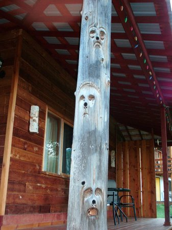 Goldenwood Lodge:                   carvings