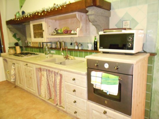 B&B Flora :                   bellissima cucina!