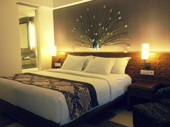 Sun Island Hotel & Spa Kuta:                   Fancy bedroom deco