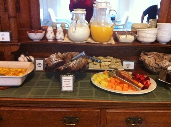 Channel Road Inn - A Four Sisters Inn:                   Breakfast