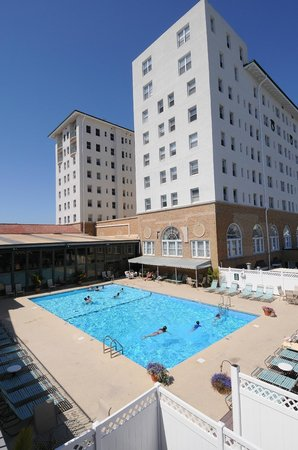 The Flanders Hotel: Flanders Hotel and Pool