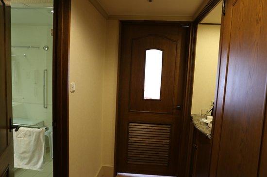 Hotel Nikko Princess Kyoto:                                     部屋入り口ドア