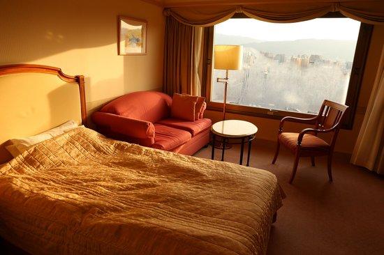 Hotel Nikko Princess Kyoto:                                     朝の窓の水滴