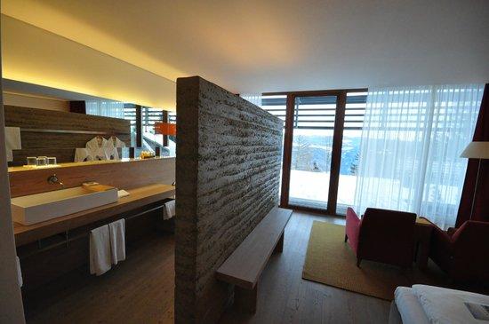 Vigilius Mountain Resort:                   Una delle camere con vista sulla vallata di Lana.