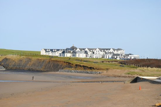 Great Northern Hotel:                   Great Northern - viewed from the beach