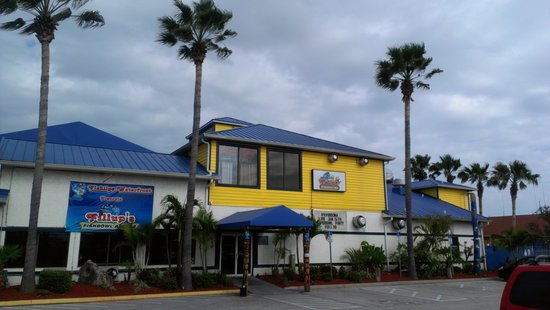 Fishlips Waterfront Bar & Grill: Our New Look!