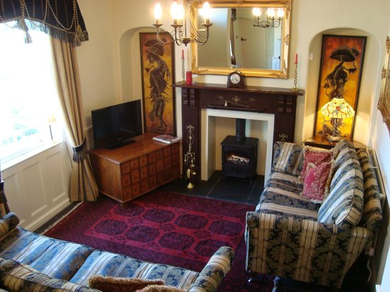 Victoria Cottage B & B: Guest lounge