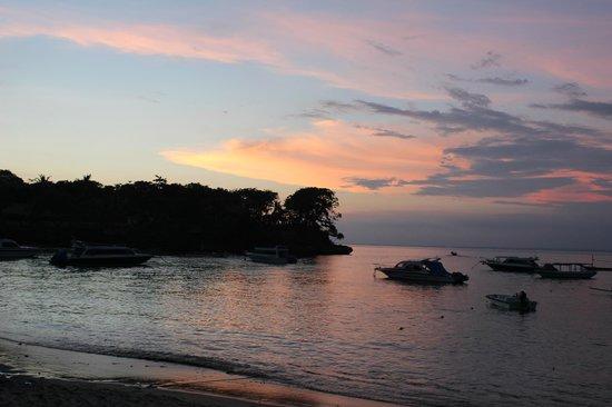 Hai Tide Beach Resort:                   Закат