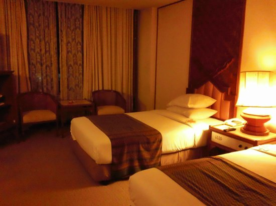 Chiang Mai Orchid Hotel:                   スタンドライトをプラスしたほうが?