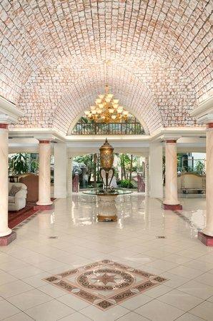Embassy Suites by Hilton Arcadia Pasadena Area: Lobby
